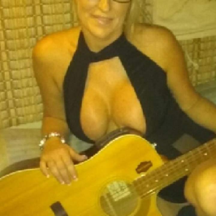 Blonde Bombshell Photo On Tulsa Swingers Club