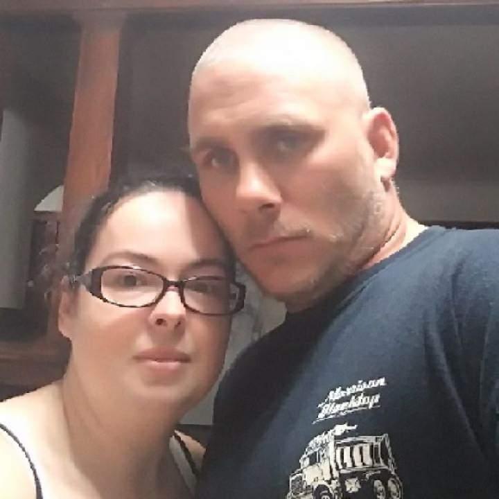 Coupleseekingbigirl Photo On St. Louis Swingers Club