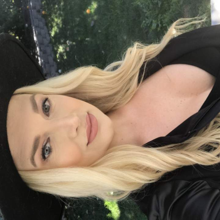 Taylor Photo On Los Angeles Swingers Club